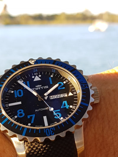 Fortis_Marinemaster_Blue_wrist1