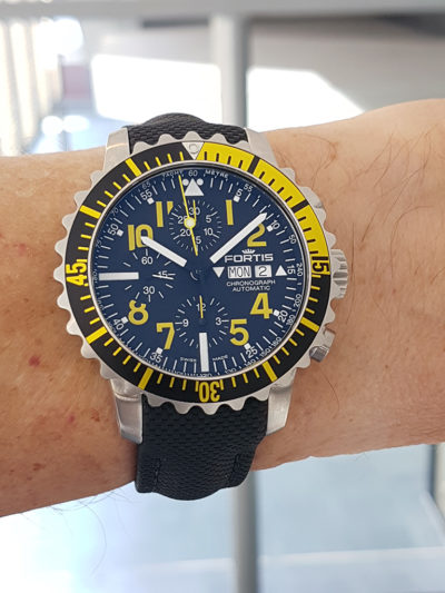 Fortis_Marinemaster_Chrono_Yellow_wrist1